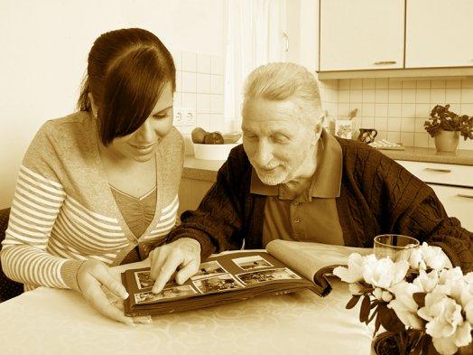 Сбор исходных данных (интервью с родственниками, оцифровка семейных архивов), построение родословных схем